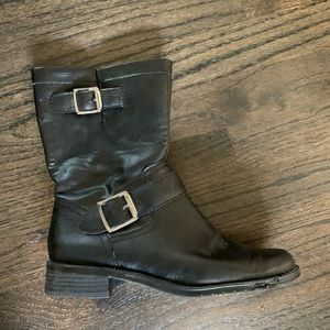 Ankle length blk boots